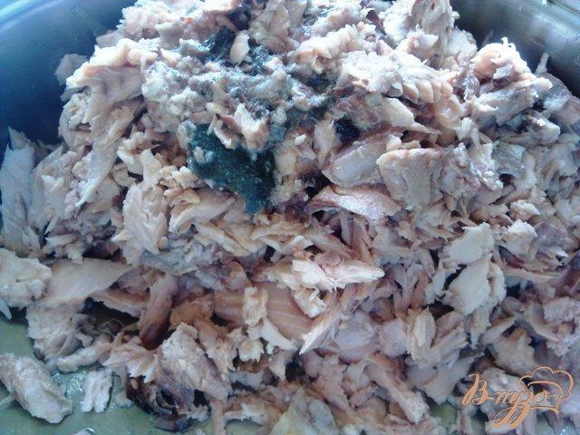 Фото приготовление рецепта: Пирог с рыбой и овощами шаг №5