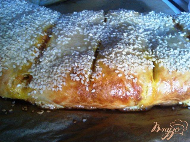 Фото приготовление рецепта: Пирог с рыбой и овощами шаг №9