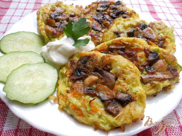 Рецепт Оладьи из кабачков и моркови с припеком из грибов