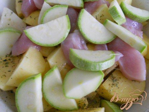 Картофель запеченный в рукаве с куриным филе и овощами