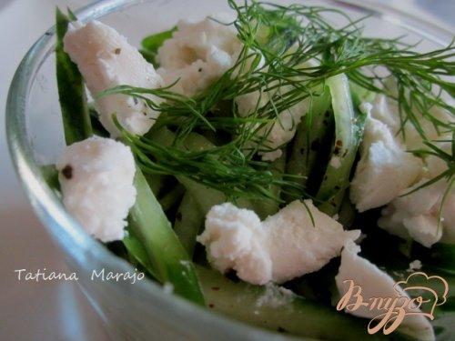 Огуречный салат с козьим сыром