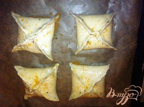 Слоеные конвертики с сыром и паприкой