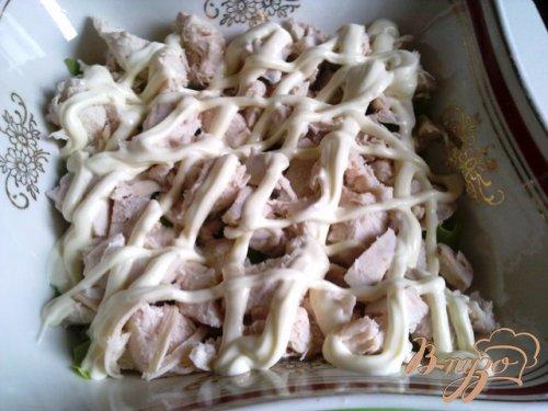 Салат из курицы с омлетом