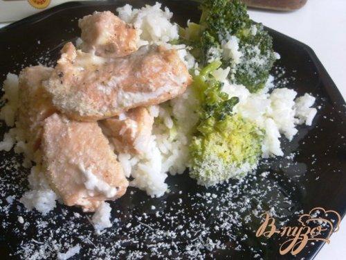 Семга с рисом, брокколи и пармезаном