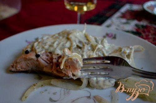 Холодный припушенный лосось под майонезом с травами