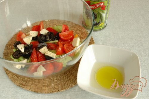 Греческий салат со шпинатом