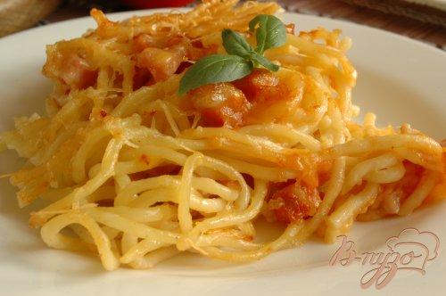 Спагетти, запеченные с ветчиной и томатом