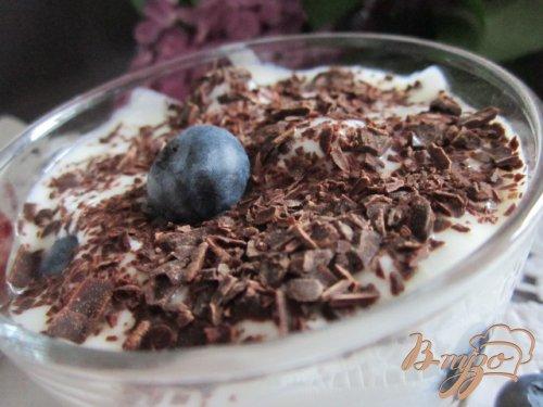 Десерт с ягодами и йогуртом