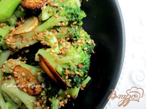Теплый салат с капустой брокколи