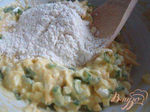 Оладьи с яйцом, зеленым луком и сыром