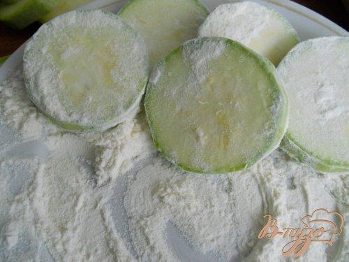 Кабачки с чесноком, майонезом и сыром