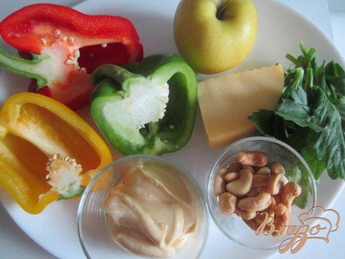 Салат со сладким перцем, яблоком и сыром