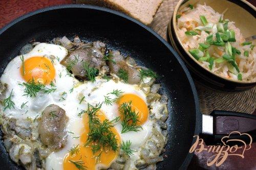Яичница с луком и салом