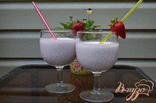 Коктейль ягодный на йогурте