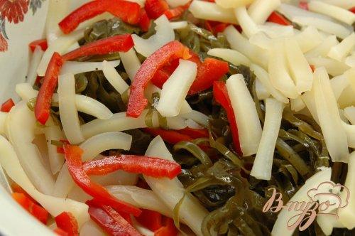 Салат из морской капусты, кальмара  и перца