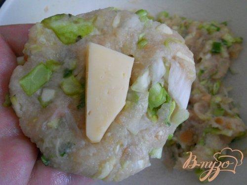 Котлеты куриные с капустой и сыром