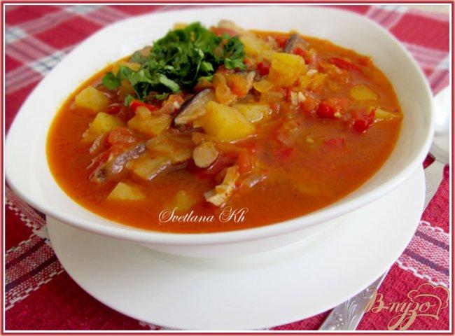 Фото приготовление рецепта: Постный суп - гуляш с грибами по - венгерски шаг №7