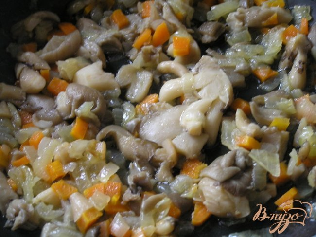 Фото приготовление рецепта: Запеченные картофельные крокеты с грибами шаг №3