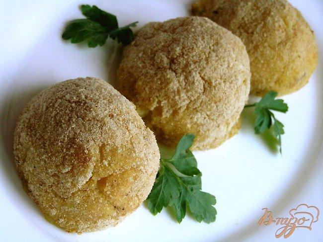 Фото приготовление рецепта: Запеченные картофельные крокеты с грибами шаг №8