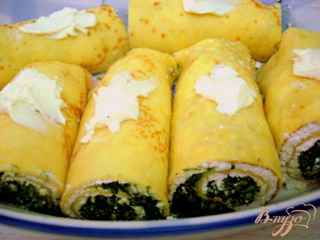 Фото приготовление рецепта: Тыквенные блинчики со шпинатом и творогом шаг №7