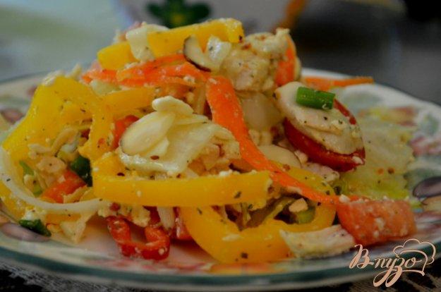фото рецепта: Куриный салат с сыром фета и овощами