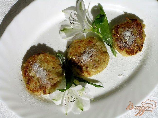 Фото приготовление рецепта: Лимонно-яблочные оладьи без муки и сахара шаг №6