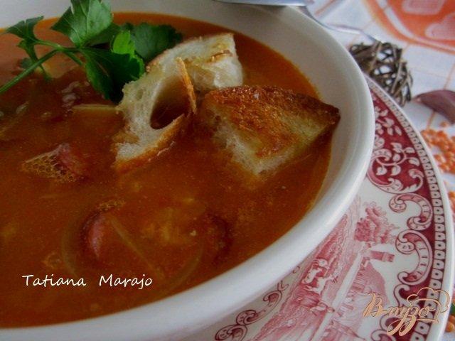 Фото приготовление рецепта: Чечевичный суп с сухариками и копчеными колбасками шаг №8