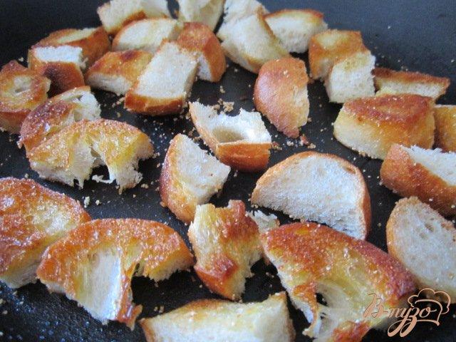 Фото приготовление рецепта: Чечевичный суп с сухариками и копчеными колбасками шаг №7
