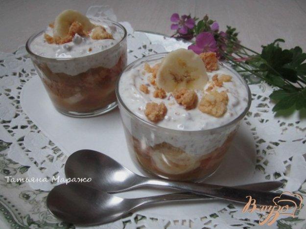 фото рецепта: Творожный десерт с ревенем и кусочками банана