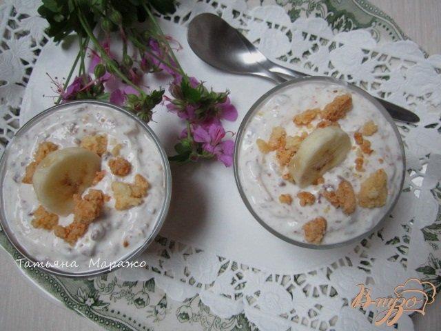 Фото приготовление рецепта: Творожный десерт с ревенем и кусочками банана шаг №9