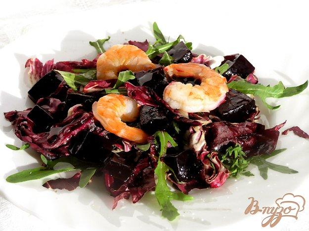 фото рецепта: Салат с креветками и свекольным желе