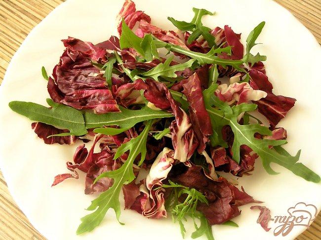 Фото приготовление рецепта: Салат с креветками и свекольным желе шаг №2