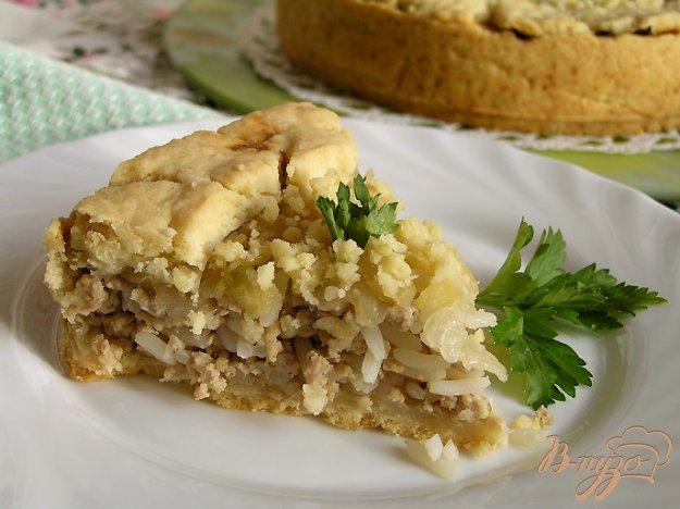 Рецепт Мясной пирог с рисом, карамелизированным луком и яблоками