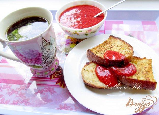 Рецепт Сладкие гренки с клубнично-мятным соусом
