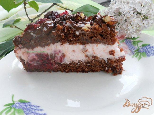 Фото приготовление рецепта: Шоколадный кухэ с вишневым кремом шаг №10