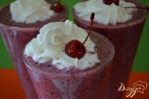Рецепт Коктейль молочный ягодный для завтрака