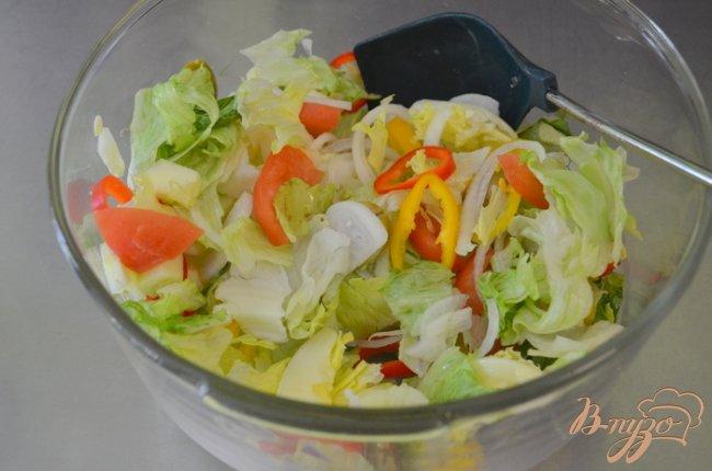 Фото приготовление рецепта: Салат не простой с креветками шаг №2