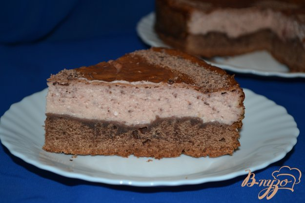 фото рецепта: Шоколадный пирог с творожно-клубничным суфле