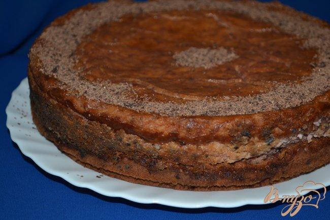 Фото приготовление рецепта: Шоколадный пирог с творожно-клубничным суфле шаг №12