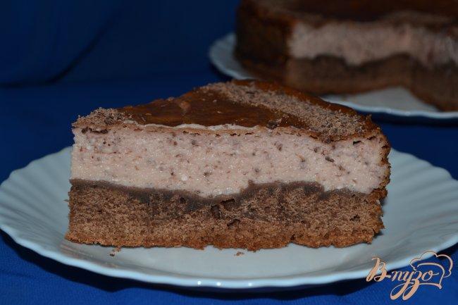 Фото приготовление рецепта: Шоколадный пирог с творожно-клубничным суфле шаг №13