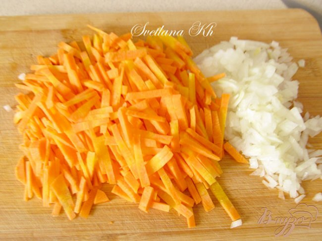 Фото приготовление рецепта: Суп с курицей и грибами шаг №4