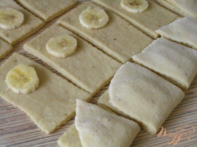 Фото приготовление рецепта: Банановое печенье шаг №5