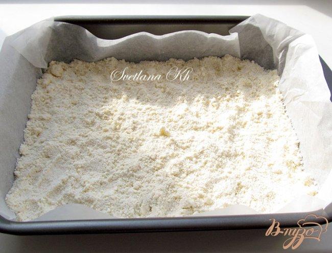Фото приготовление рецепта: Творожник с яблоками и апельсиновой цедрой шаг №7
