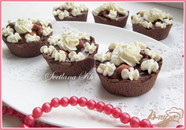 Рецепт Тарталетки с шоколадно-ореховой карамелью и сливками