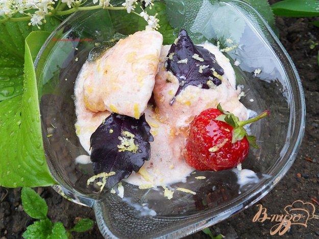 Рецепт Мороженное с клубникой и базиликом
