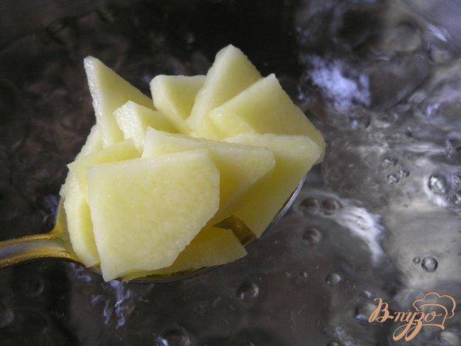 Фото приготовление рецепта: Суп с желтой чечевицей и мидиями шаг №1