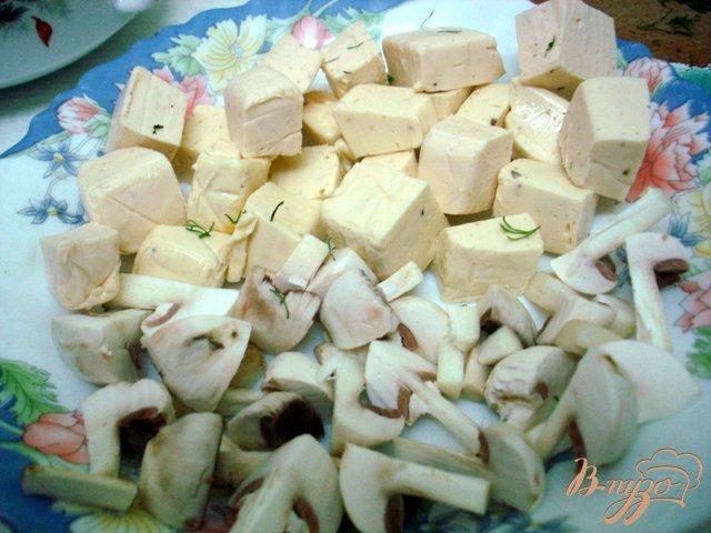 Фото приготовление рецепта: Летний лёгкий суп с сырками шаг №3