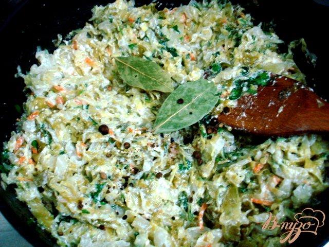 Фото приготовление рецепта: Капуста молодая тушёная со сметаной шаг №8