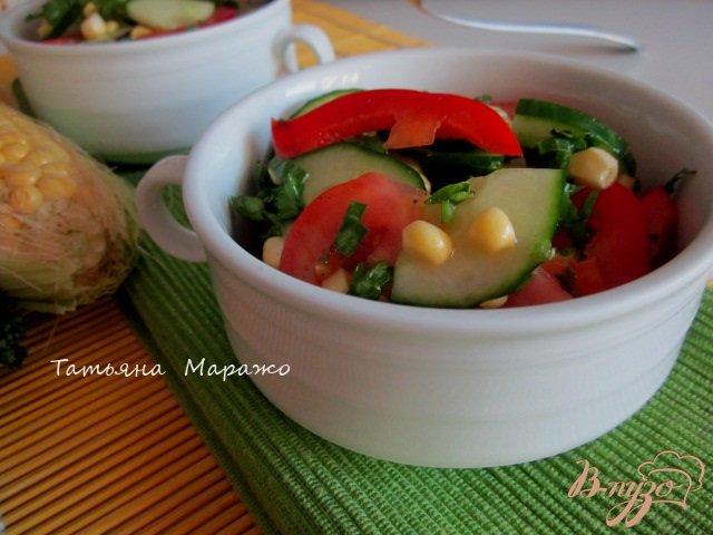 Фото приготовление рецепта: Овощной салат со свежей сладкой кукурузой шаг №6
