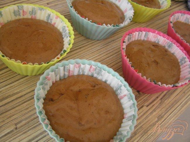 Фото приготовление рецепта: Шоколадные капкейки за 15 минут шаг №4